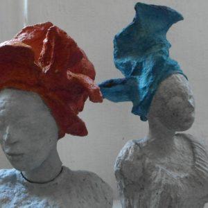 Atelieransicht KORKOR RHIV WE/Korkor mit blauem Kopfputz
